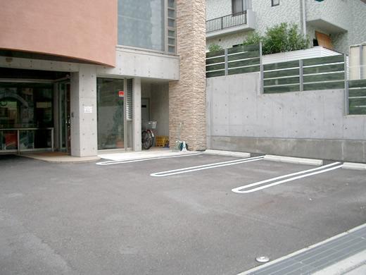 玄関前駐車場